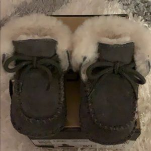 Uggs for infant gray booties